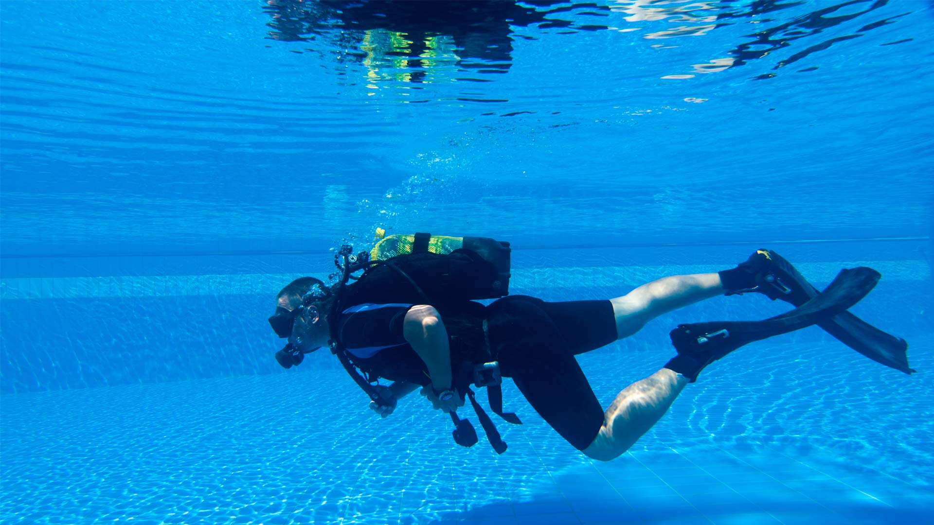 Swimming pool discover scuba diving